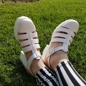 Shoes - Close Toe White 90's Grunge Look Chunky Shoes